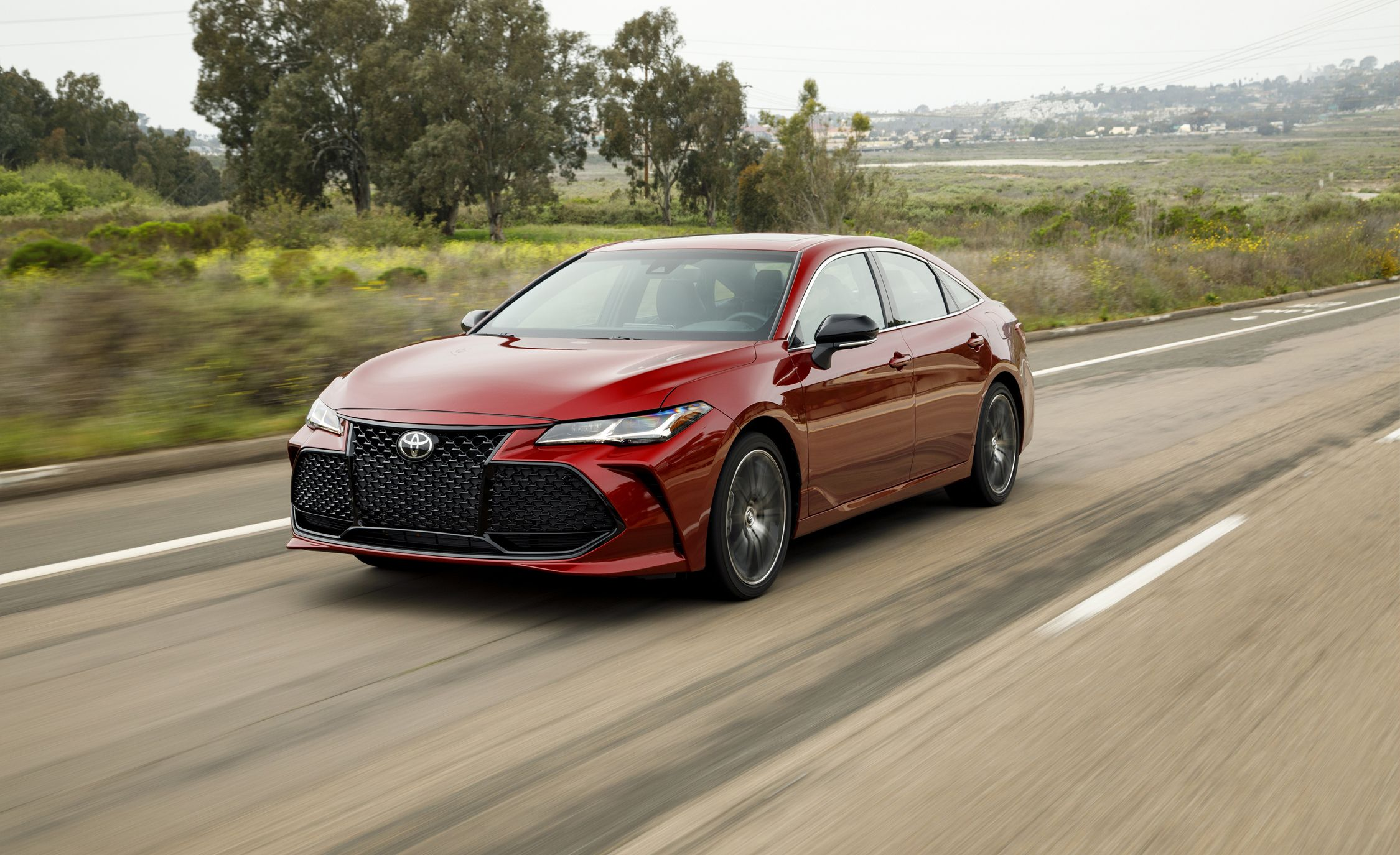front drive news toyota review a first three hybrid flagship motor avalon split quarter two in limited en