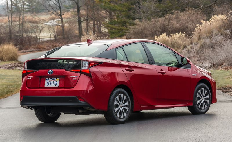 Prius Awd E Models Come Shod With The Same 15 Inch Low Rolling Resistance Dunlop Enasave 01 All Season Tires As Front Drive