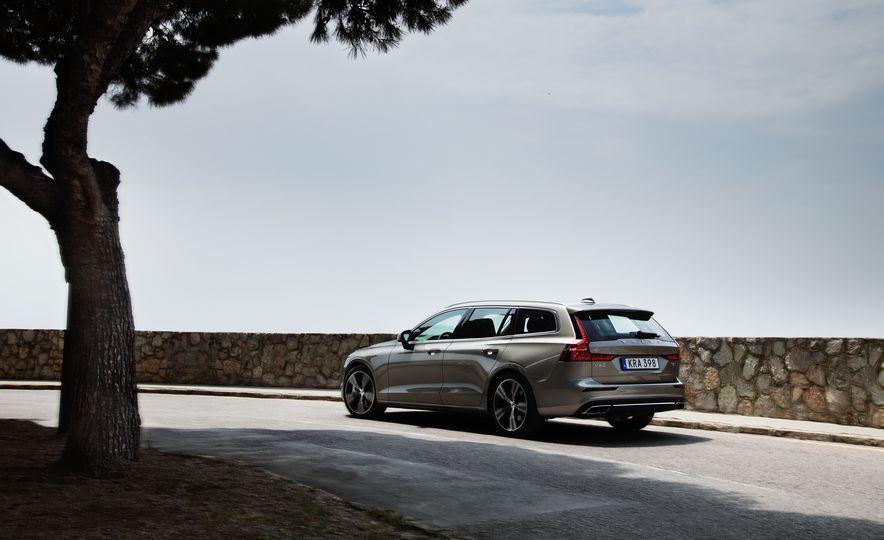 2019 Volvo V60 - Slide 7