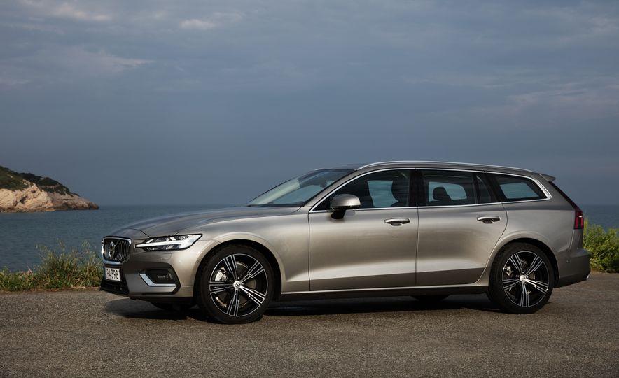2019 Volvo V60 - Slide 9