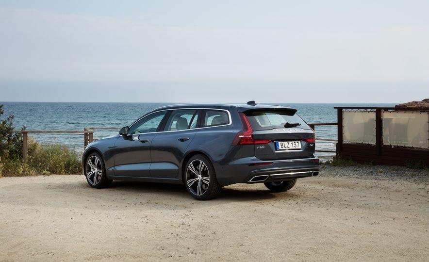 2019 Volvo V60 - Slide 19