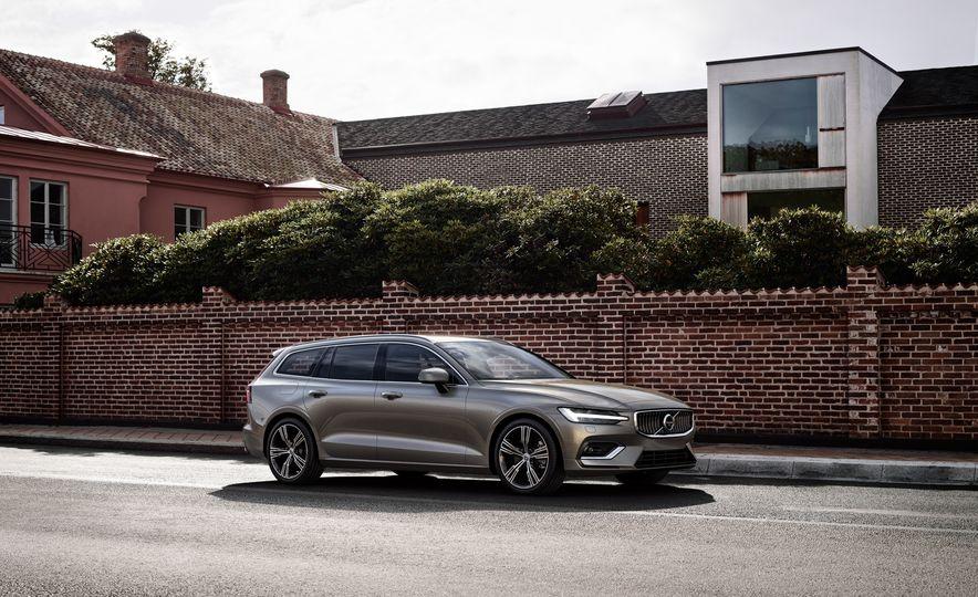 2019 Volvo V60 - Slide 25