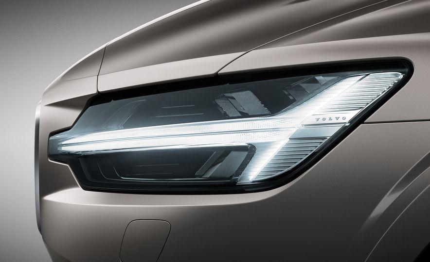 2019 Volvo V60 - Slide 37
