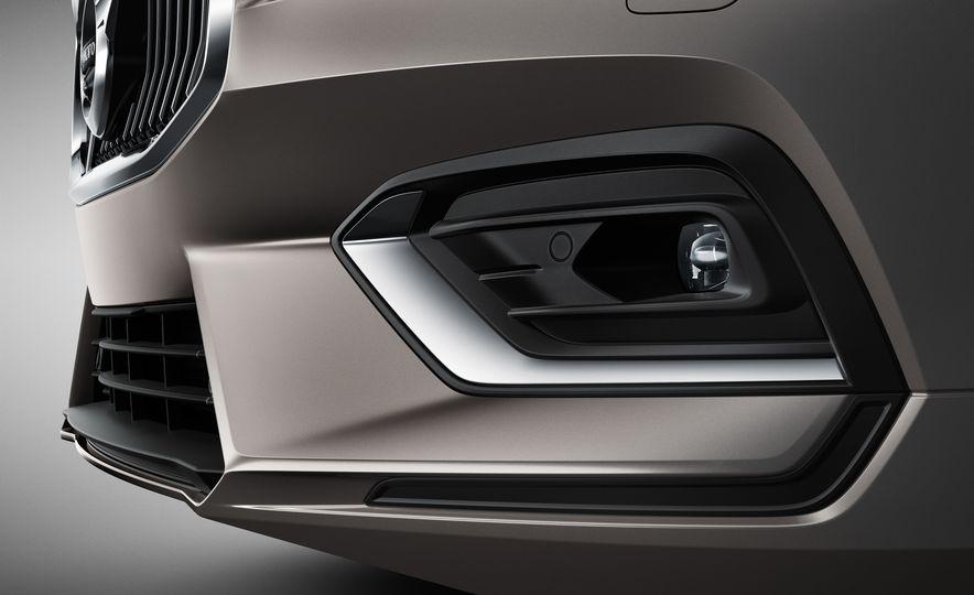 2019 Volvo V60 - Slide 38