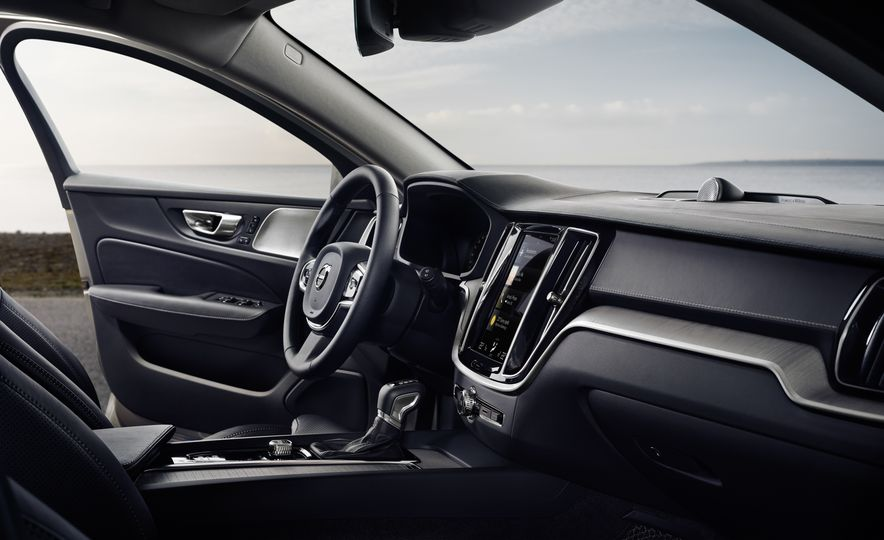 2019 Volvo V60 - Slide 61