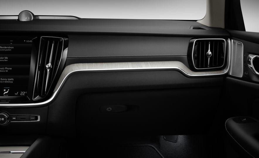 2019 Volvo V60 - Slide 66
