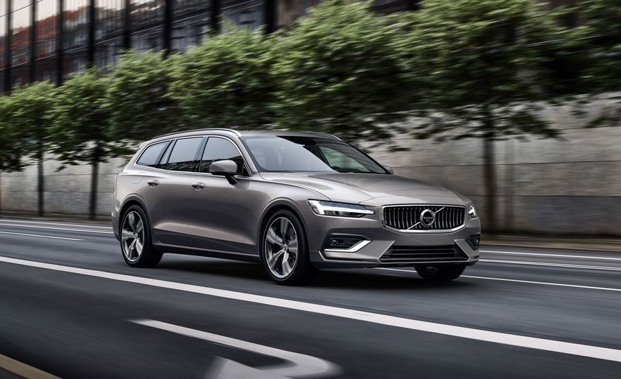 2019 Volvo V60 - Slide 1