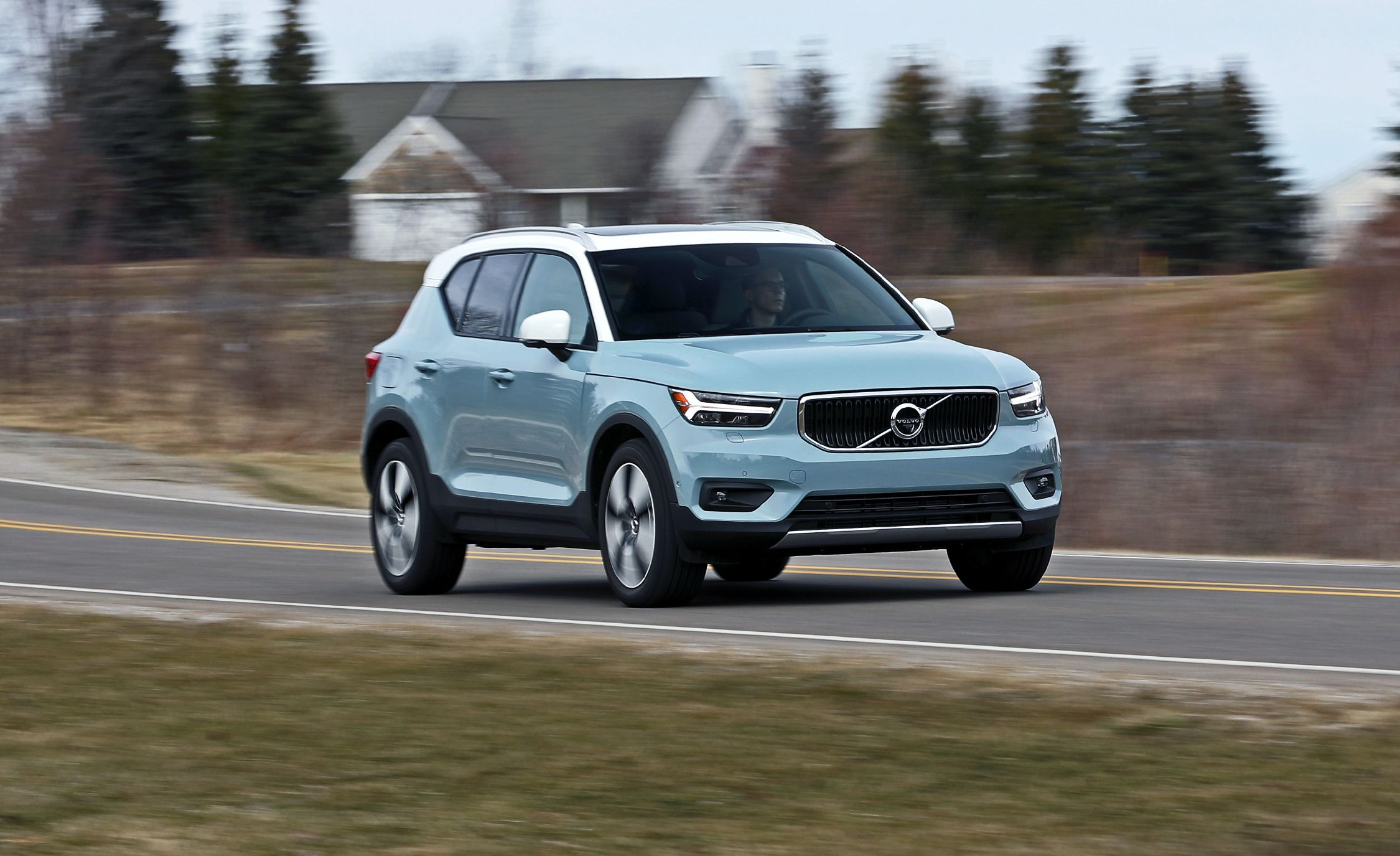 2019 Volvo Xc40 Photos And Info News Car And Driver