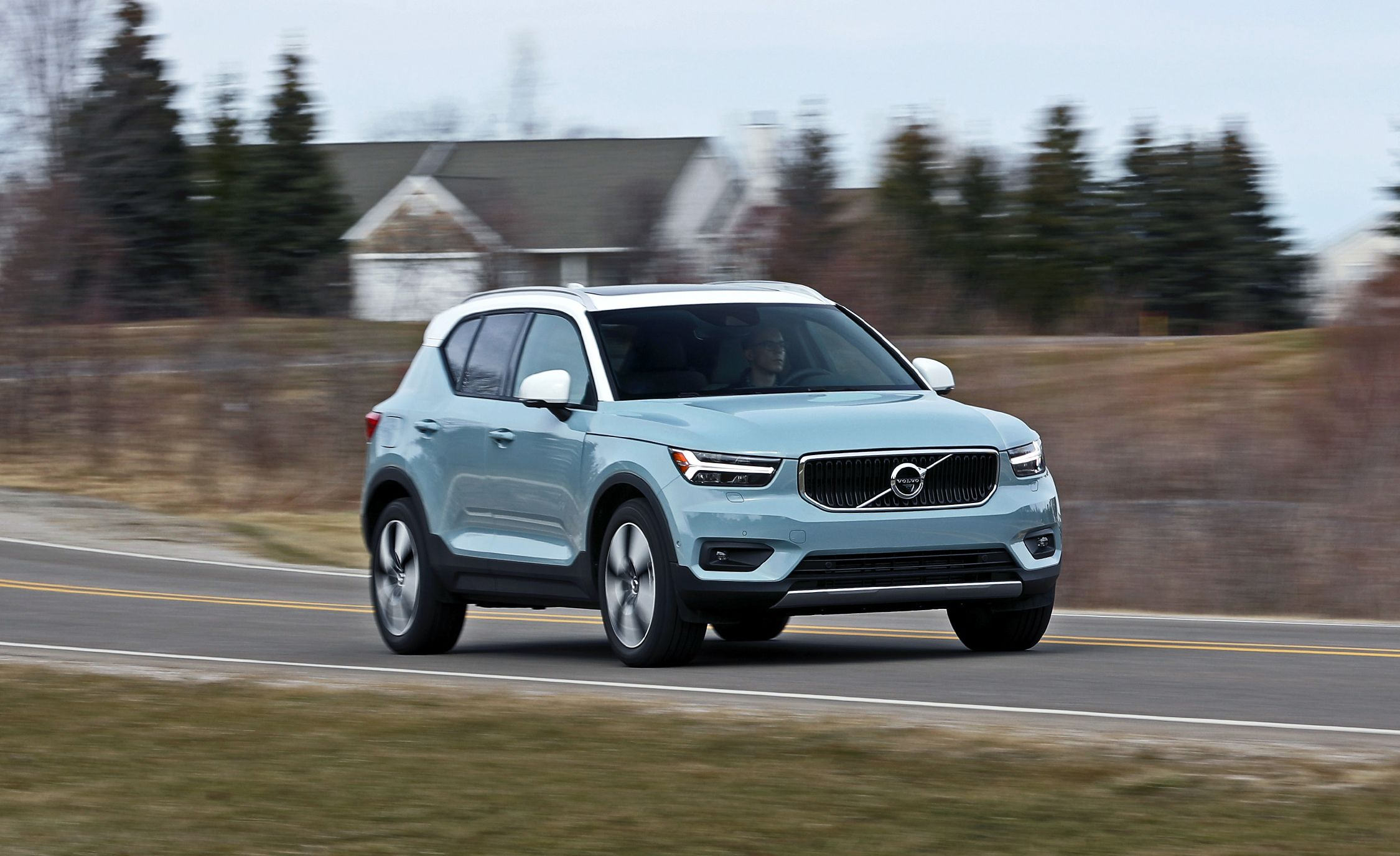 volvo xc40 reviews volvo xc40 price photos and specs car and driver. Black Bedroom Furniture Sets. Home Design Ideas