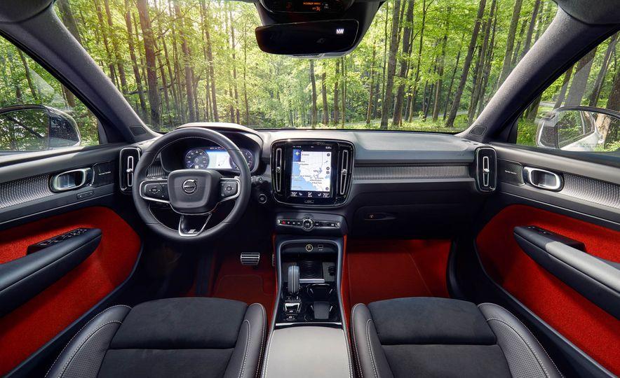 2019 Volvo XC40 T5 AWD, 2018 BMW X2 xDrive28i, and 2018 Jaguar E-Pace P250 AWD - Slide 18
