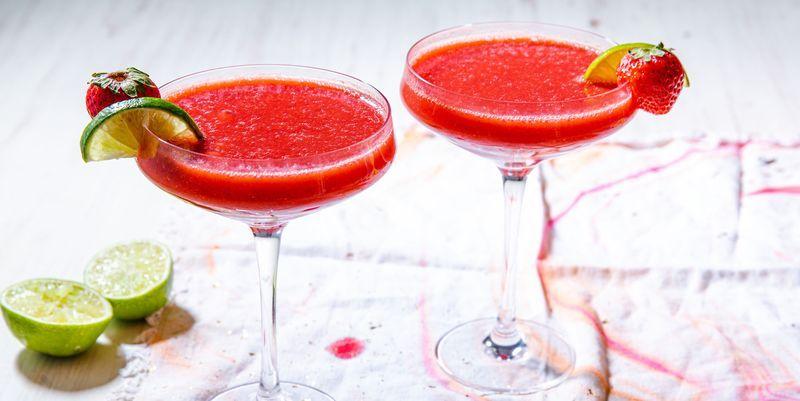 Easy Frozen Strawberry Daiquiri Recipe How To Make A Strawberry Daiquiri