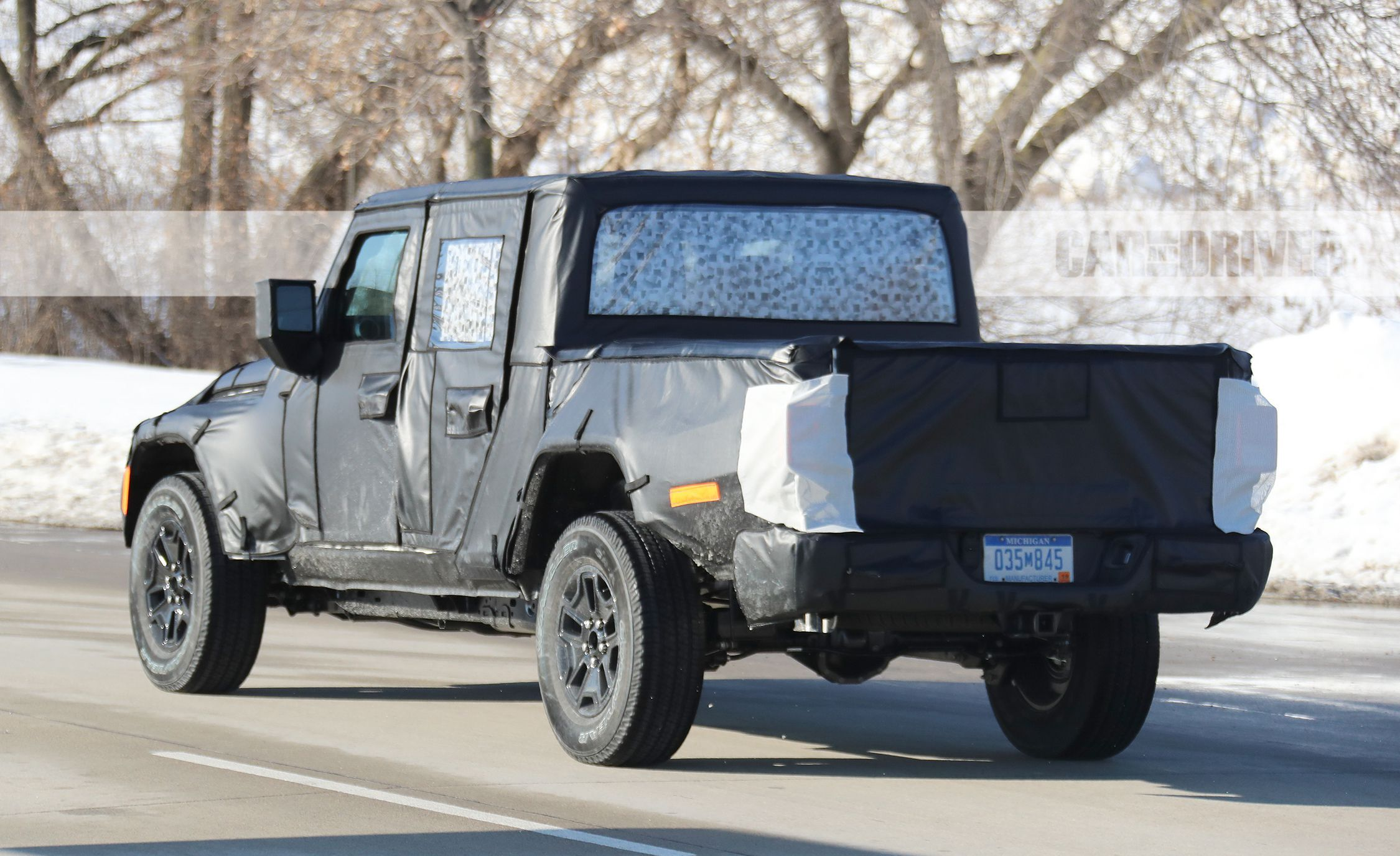 Tailgating Season: Jeep Wrangler Pickup Shows off its Back End