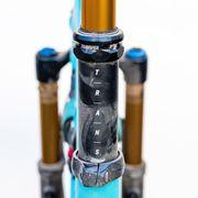 Bicycle part, Bicycle fork, Vehicle, Bicycle handlebar, Bicycle wheel, Bicycle, Bicycle frame, Metal,