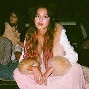 olivia rodrigo pink hair traitor music video