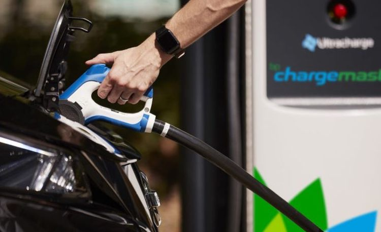 BP Aims to Pump Electrons at Gas Stations
