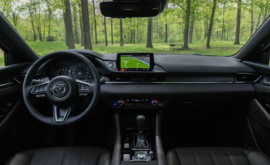 The Best Car and Truck Interiors Available in 2018 for Less than $40,000 - Slide 9