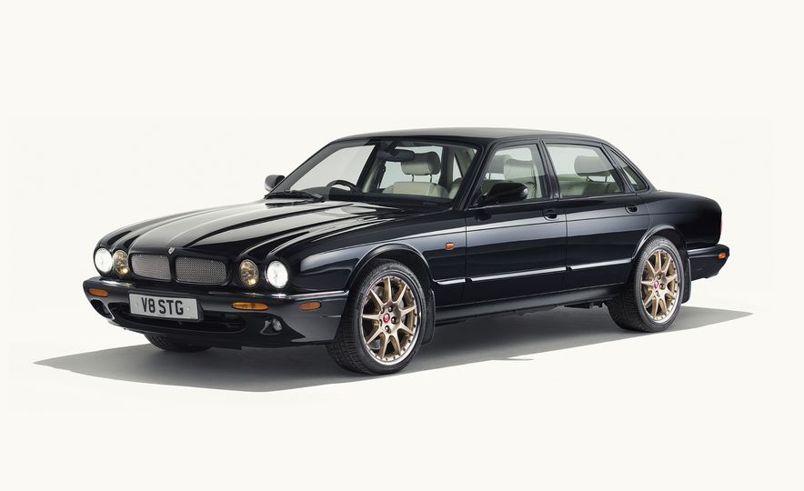 A Visual History of the Jaguar XJ's 50 Years of Elegance - Slide 9
