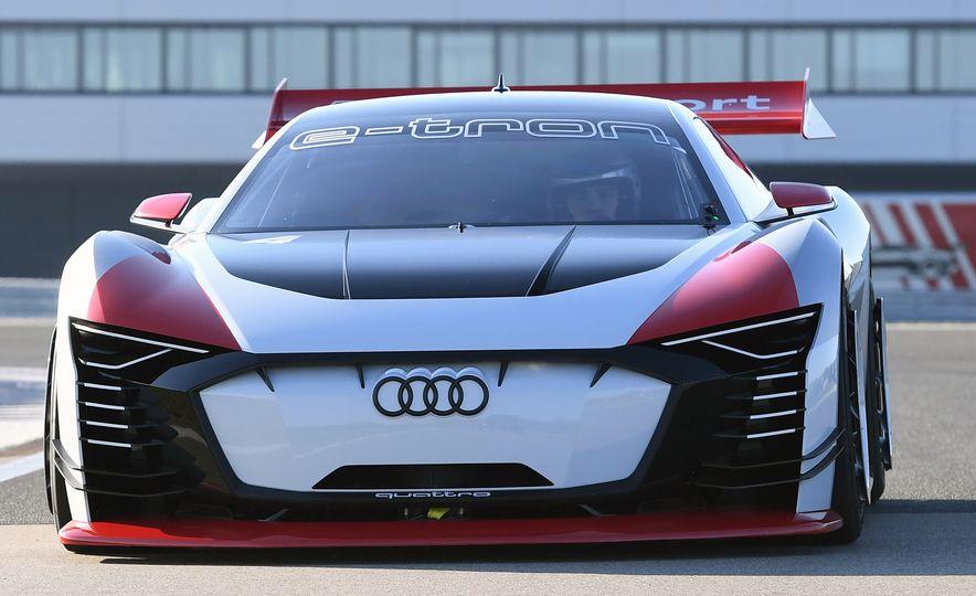 Audi e-tron Vision Gran Turismo - Slide 6