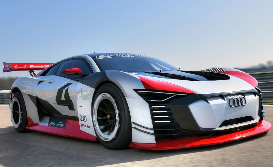 Audi e-tron Vision Gran Turismo - Slide 7
