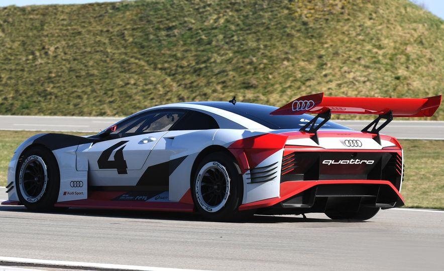 Audi e-tron Vision Gran Turismo - Slide 9