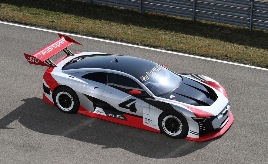 Audi e-tron Vision Gran Turismo - Slide 10