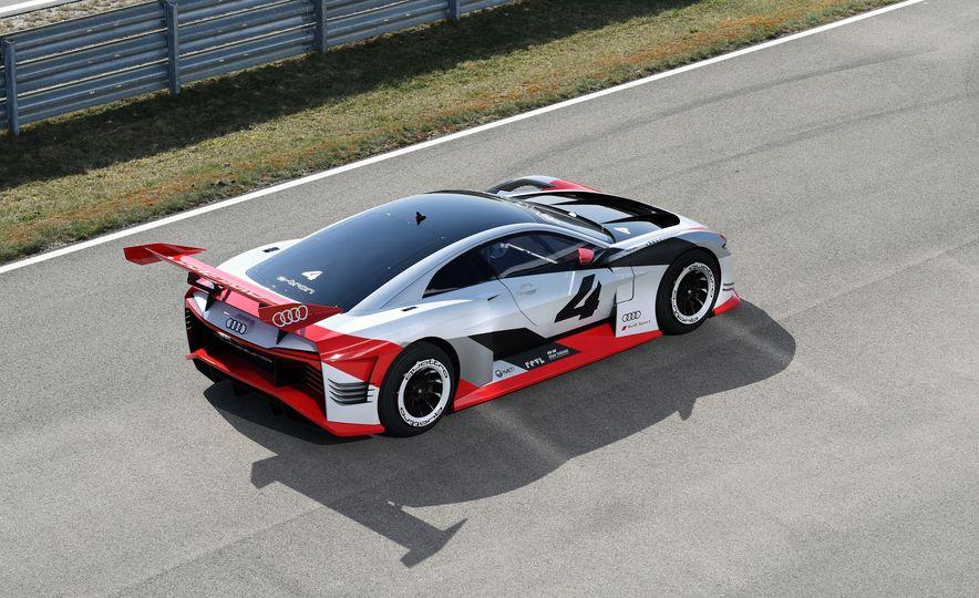 Audi e-tron Vision Gran Turismo - Slide 11