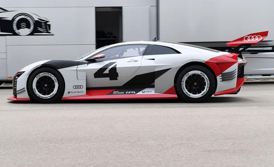 Audi e-tron Vision Gran Turismo - Slide 16