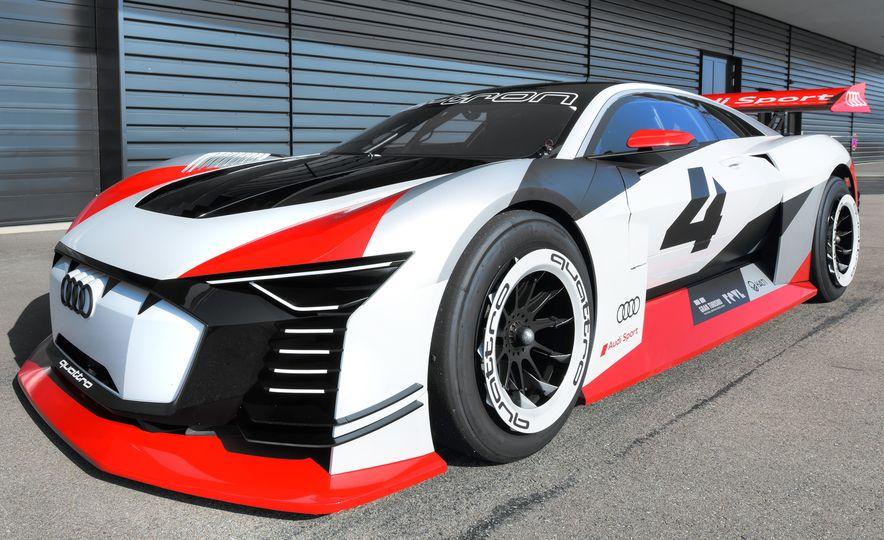 Audi e-tron Vision Gran Turismo - Slide 17