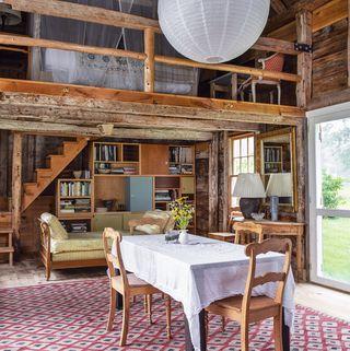 summer barn dining room in maine
