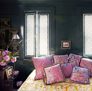 lacquered wall bedroom