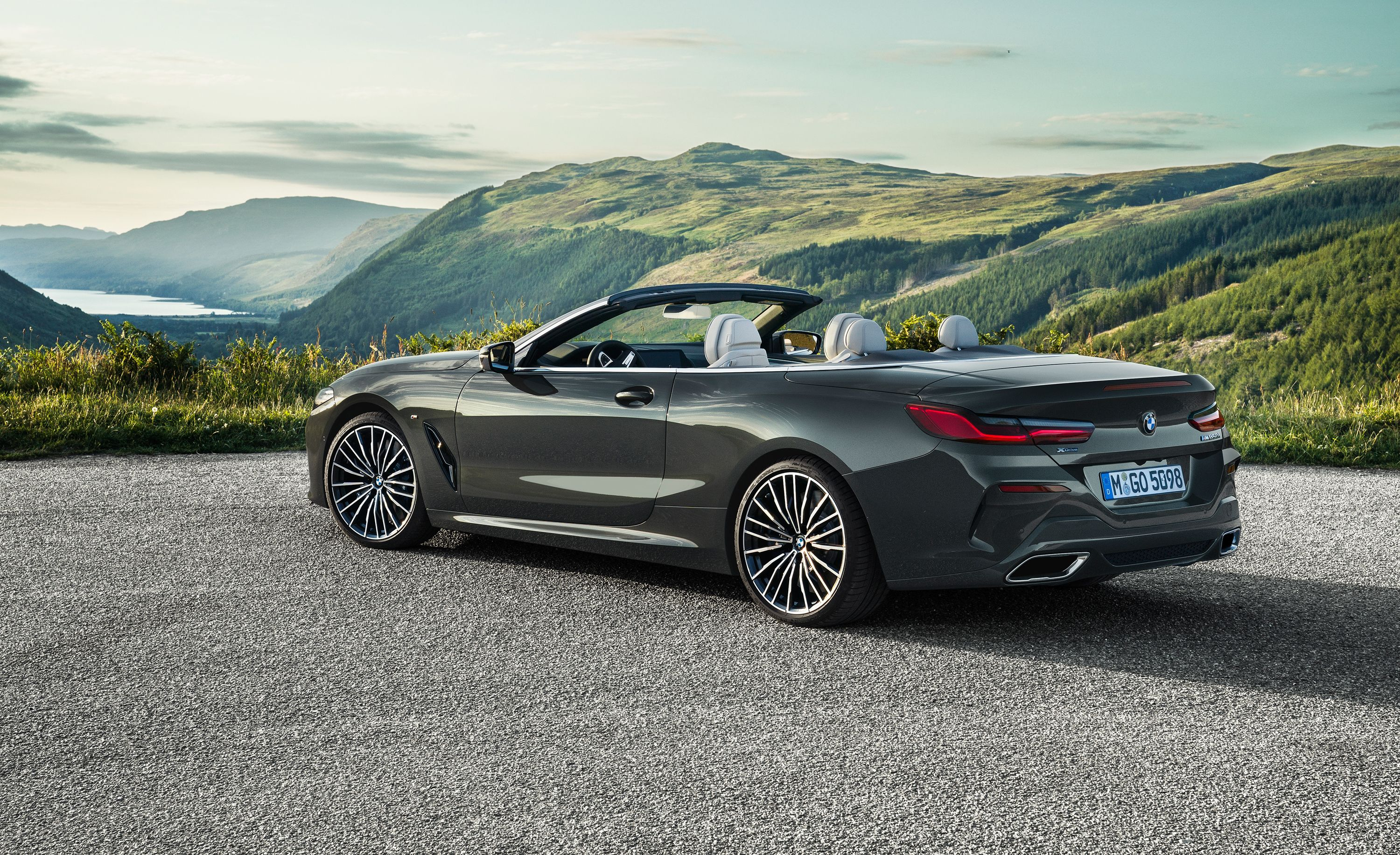 The 2019 BMW 8-series Convertible Looks Just as Good as the Coupe