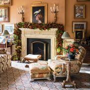 christmas garlnd in living room