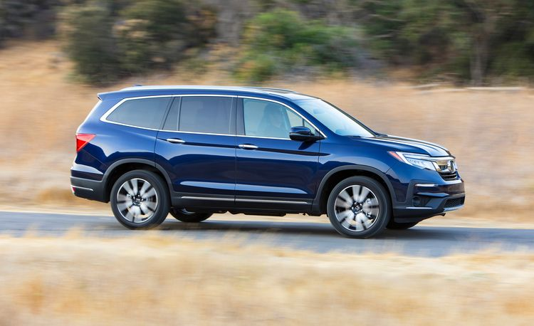 Three-Row Crossovers Are a Game of Masquerade That Carmakers Feel Compelled to Play