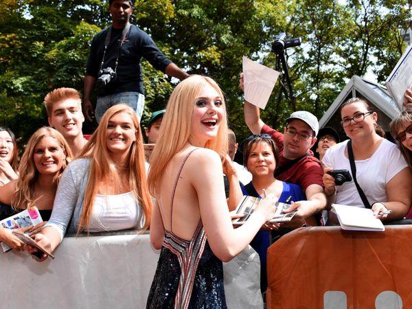 エル・ファニングにインタビュー@トロント映画祭。 プロ級の歌声を披露した『Teen Spirit』は噂の彼の監督作