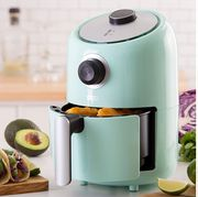 Home appliance, Small appliance, Material property, Drip coffee maker, Juicer, Coffeemaker, Kitchen appliance,