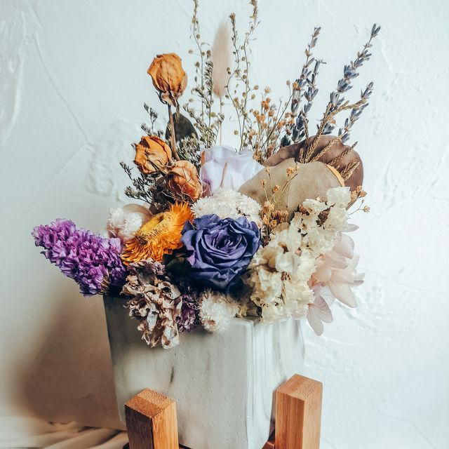 how to dry flowers   dried flowers in a vase