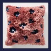 Fur, Furniture, Design, Textile, Room, Pattern, Table, Rectangle, Stool, Square,