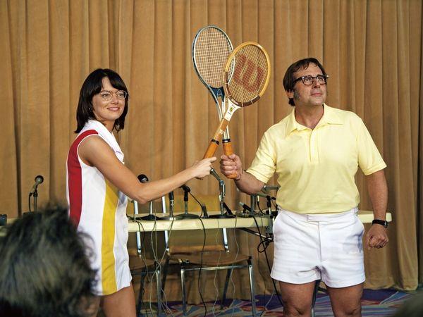 エマ・ストーンが伝説のテニス選手ビリー・ジーン・キングを演じるために大切にした7つのこと