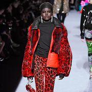 Fashion model, Fashion, Clothing, Runway, Fashion show, Street fashion, Winter, Fashion design, Outerwear, Footwear,
