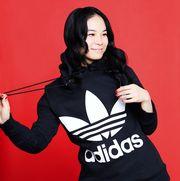 Outerwear, Arm, Photo shoot, T-shirt, Sleeve, Photography, Black hair, Gesture, Hoodie,