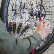 Bicycle wheel, Bicycle tire, Bicycle part, Tire, Spoke, Wheel, Automotive tire, Rim, Bicycle drivetrain part, Vehicle,