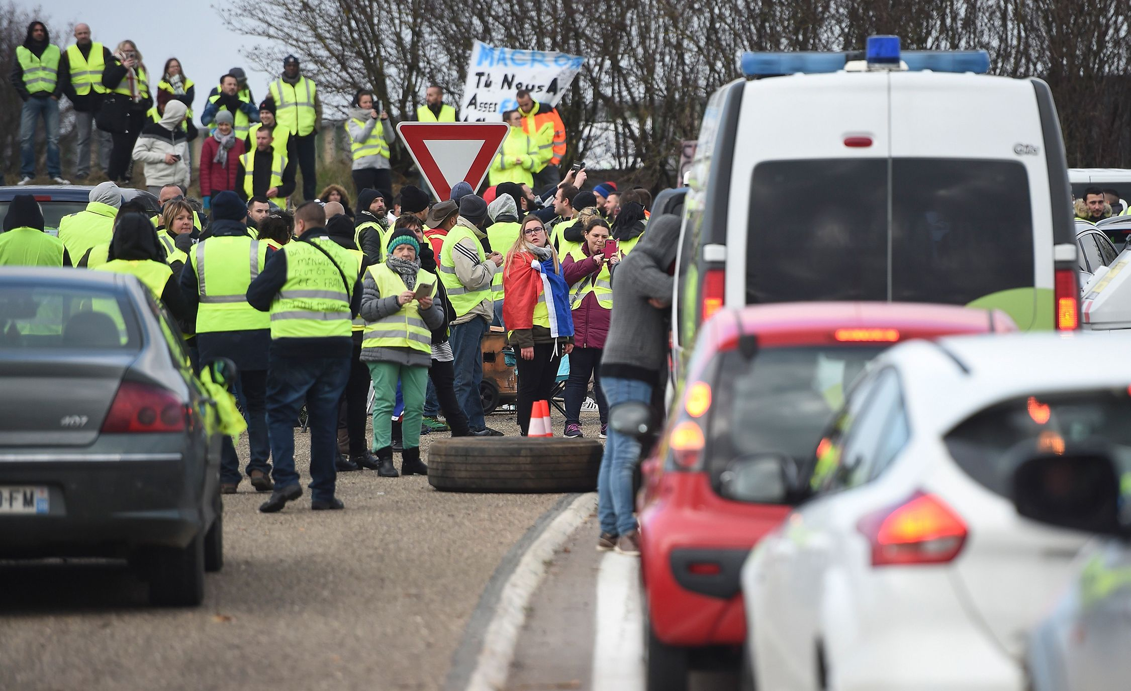 French roads fuel tax lead 1542636108