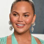 beverly hills, california   february 09 chrissy teigen attends the 2020 vanity fair oscar party hosted by radhika jones at wallis annenberg center for the performing arts on february 09, 2020 in beverly hills, california photo by george pimentelgetty images