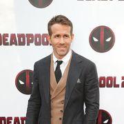 Suit, Formal wear, Premiere, Tuxedo, Carpet, White-collar worker, Outerwear, Flooring, Event, Red carpet,