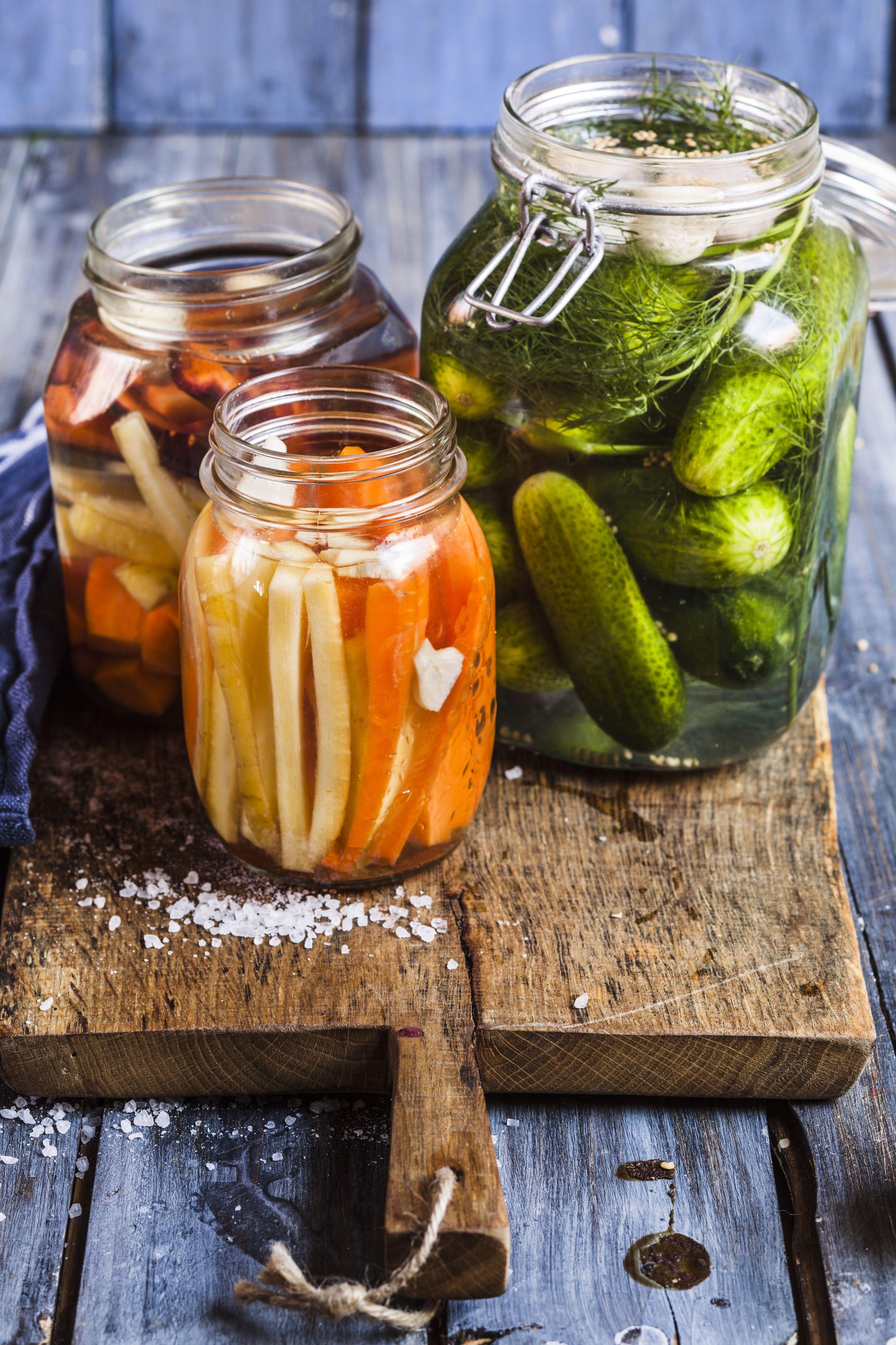 Gherkins fermenting, gherkins and carrots in preserving jars