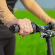 wrist pain cycling