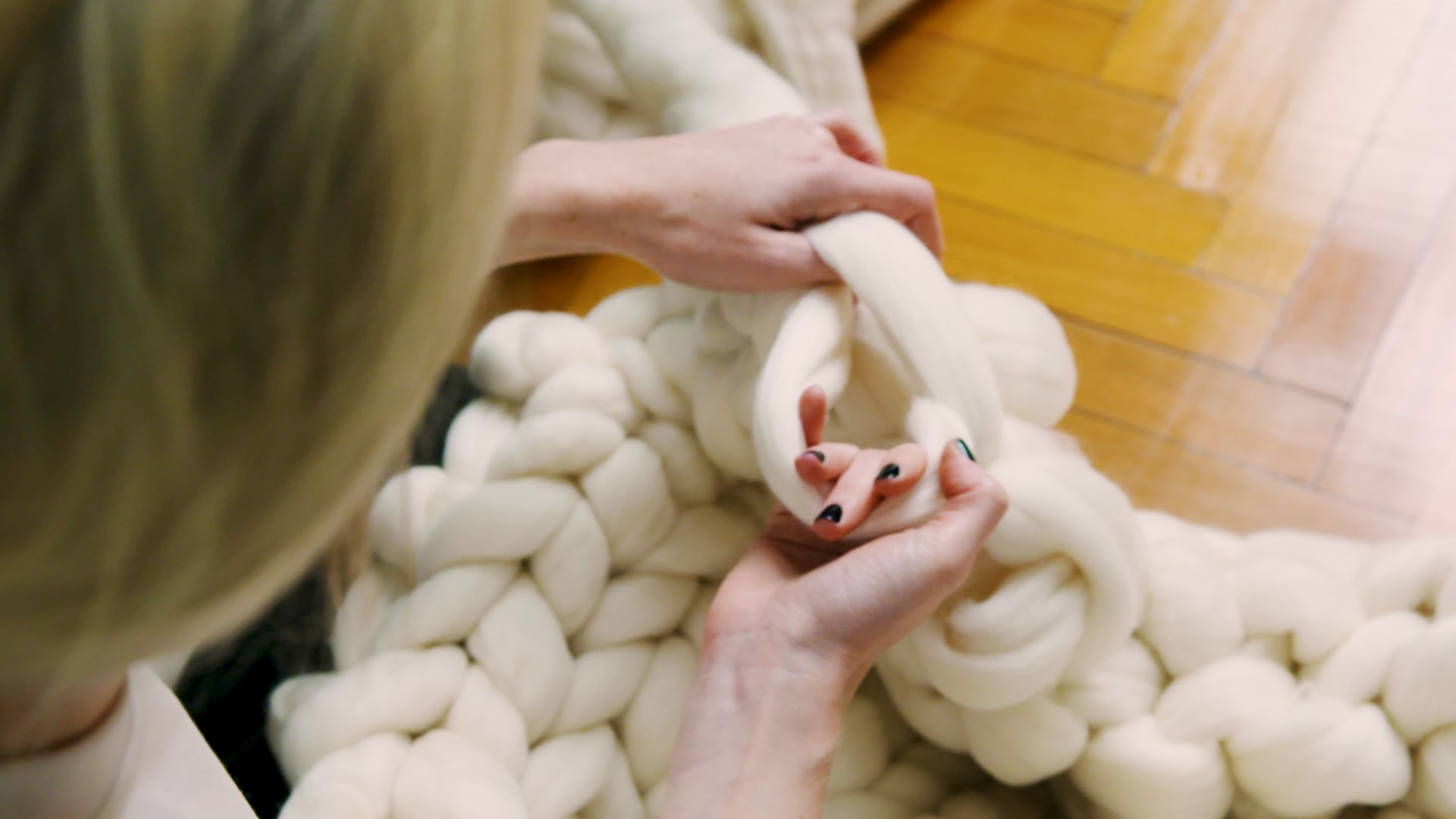 You Won't Believe How Easy It Is To Make A Giant-Knit Blanket