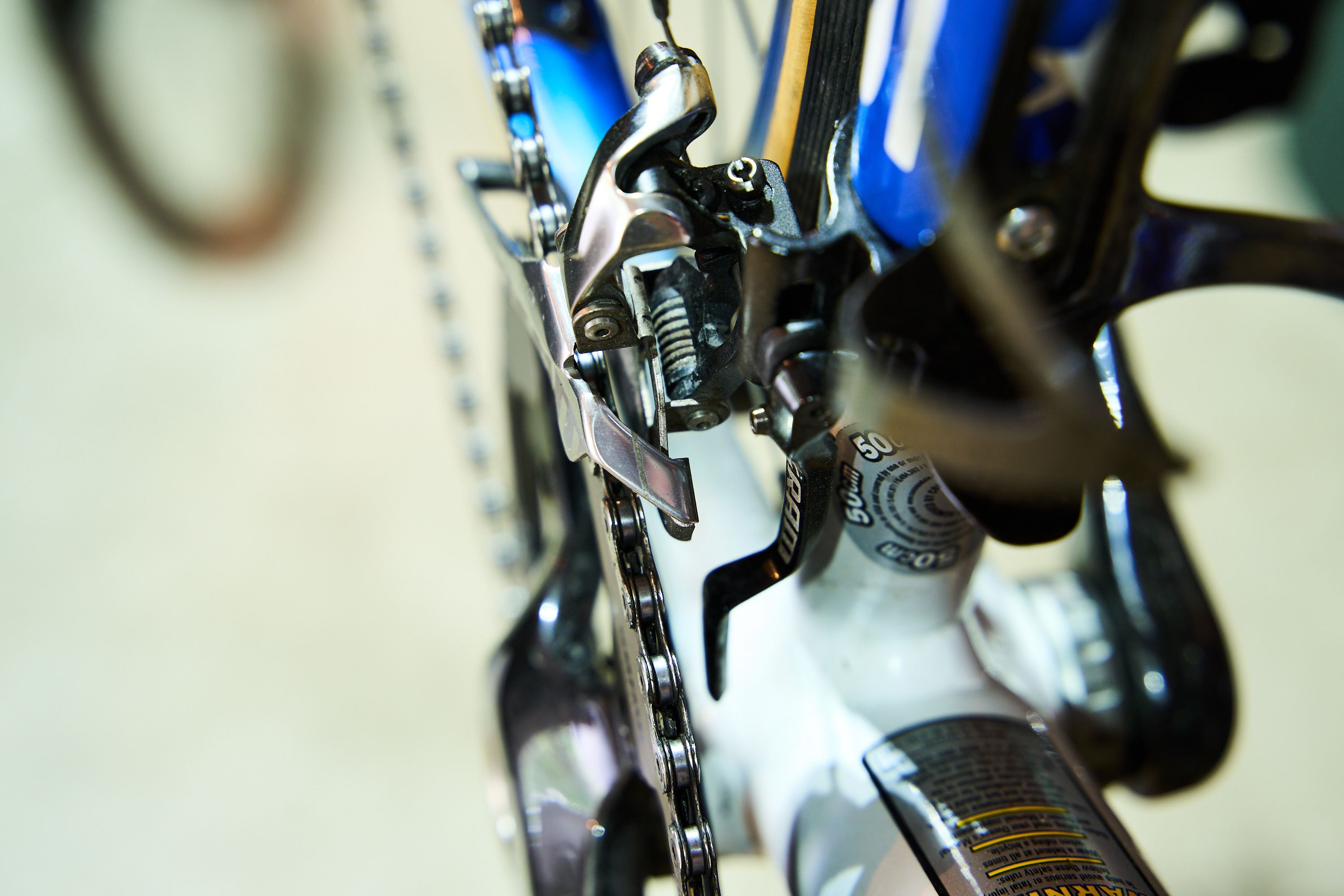 This Sram derailleur has a line printed on the cage to aid in alignment.