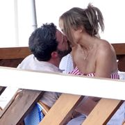 ben affleck and jennifer lopez making out in italy