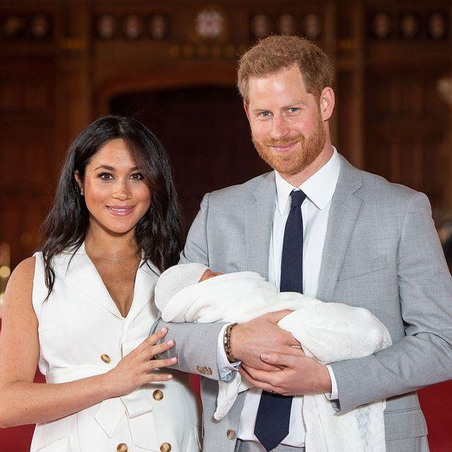 """世界中の女性たちに夢を与えた世紀のロイヤルウエディングから2年が経過。英国王室の最注目カップルだったヘンリー王子&メーガン妃は""""異例づくし""""のマイウェイで王室に新風を吹き込んだけれど、今年3月末に高位王族から引退。そこで「hearst contents hub」が、王室における夫妻の異例な事件を総ざらい!"""